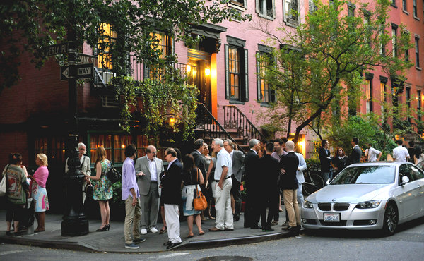 Line outside the restaurant.